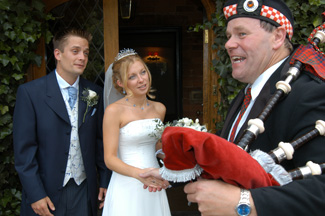 martin hewins bagpiper - wedding photographers nailcote hall