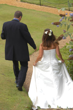 Welcombe Hotel Stratford upon Avon - liz and simon walking,wedding video welcombe